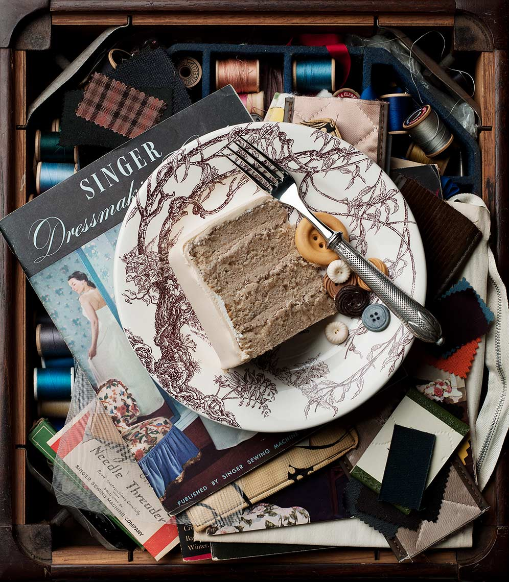 cake-lookdown-sewing-kit